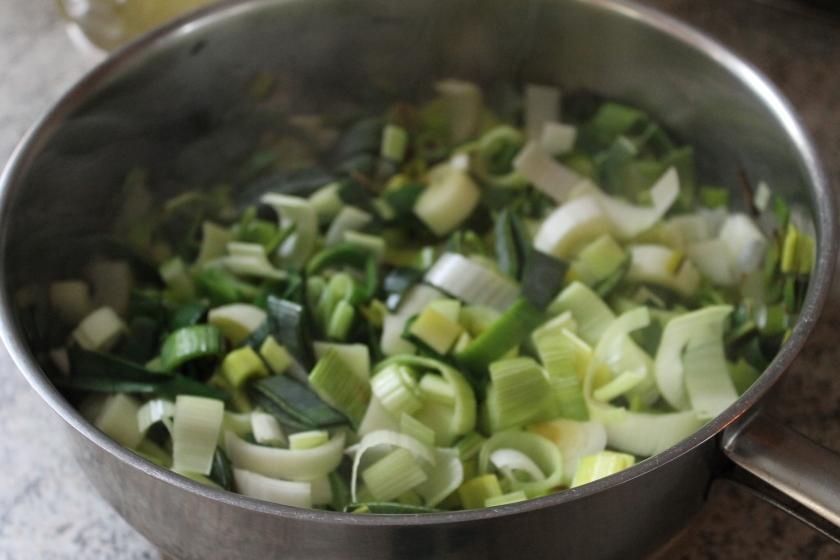 curry leek in pan
