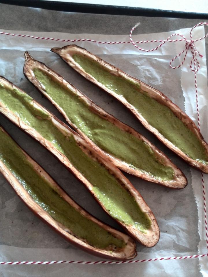 stuffed eggplant-arugula pesto-bootjes